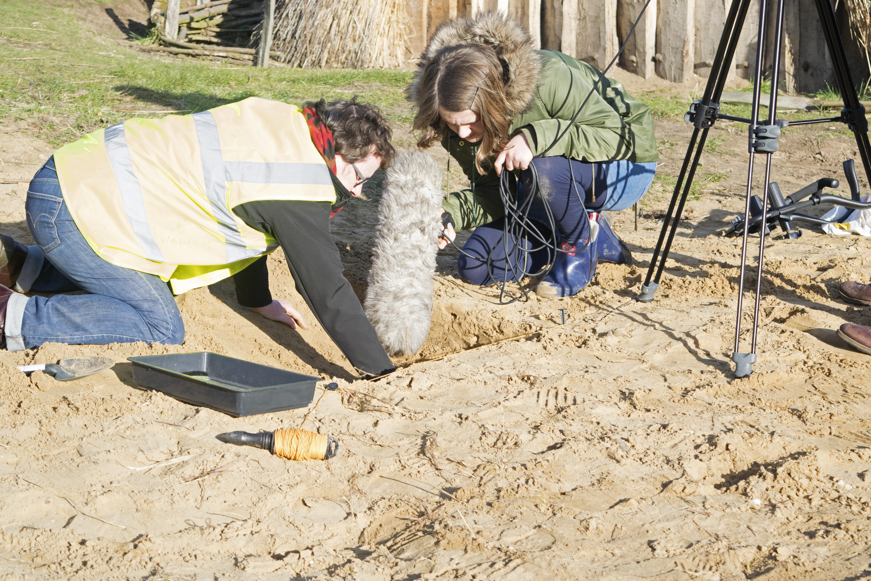 'Pippa 'finding'a bone comb